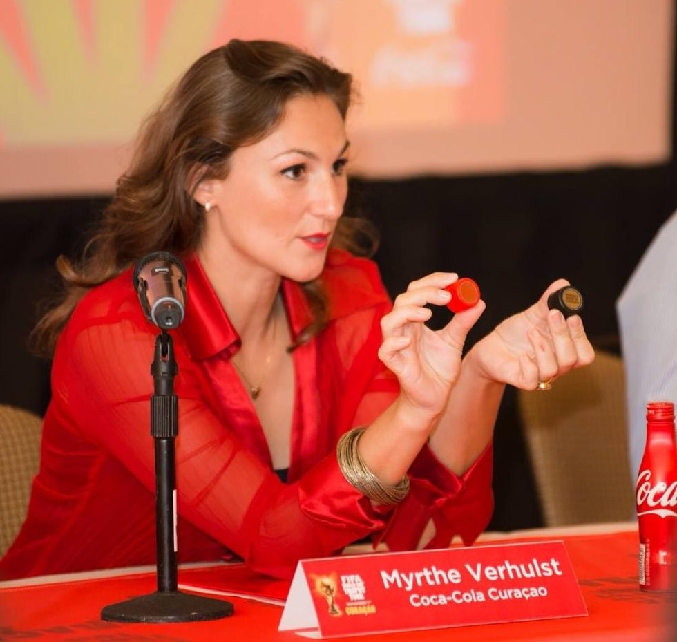 interview powervrouwen Coca-Cola Curacao Mythe Verhulst de verschillende kleur doppen